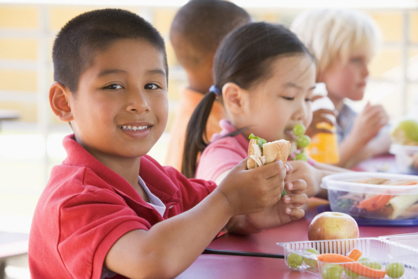 kids-eating-lunch.shutterstock_77073631